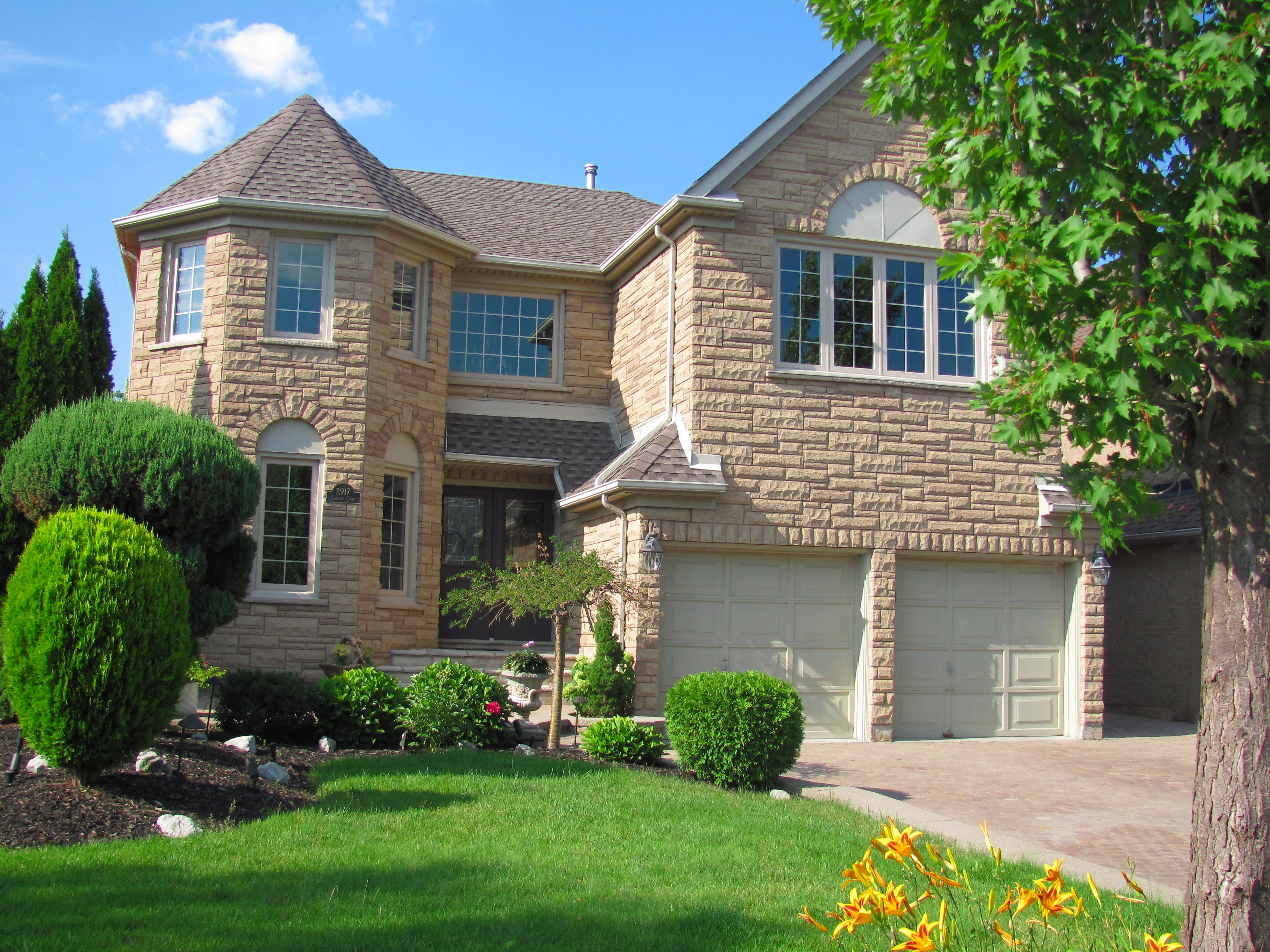 Our team winch walton ottawa real estate staging team for Estate homes